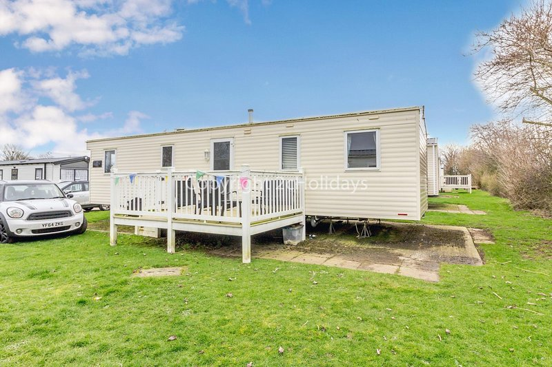 Great caravan for hire with decking at Skipsea Sands Holiday Park ref 41169WF, holiday rental in Barmston