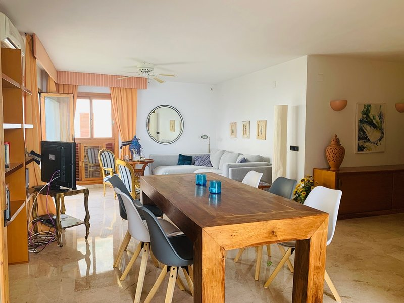 Cozy apartment Mascarat on the first line from the sea, holiday rental in Tarbena