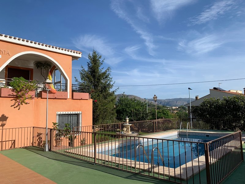 Villa rustica in Polop with private swimming pool, holiday rental in Tarbena