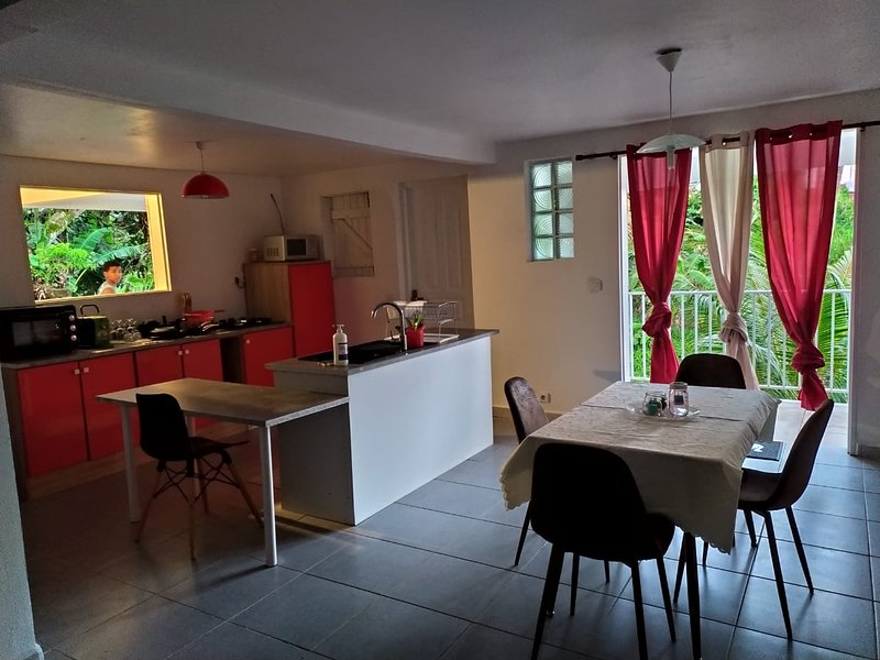 Nice house with shared pool & Wifi, alquiler de vacaciones en Lamentin