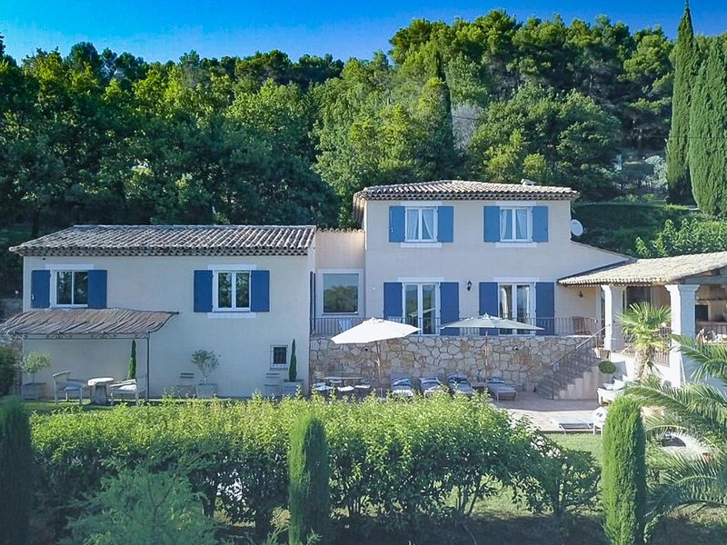 Excepcional villa climatizada en un magnífico parque, en Seillans, Var, holiday rental in Seillans