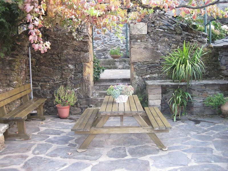 Nice house with terrace & Wifi, location de vacances à Varzea