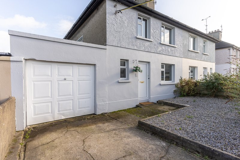 3 Bed Quaint House Town Center, vacation rental in Rosslare Harbour