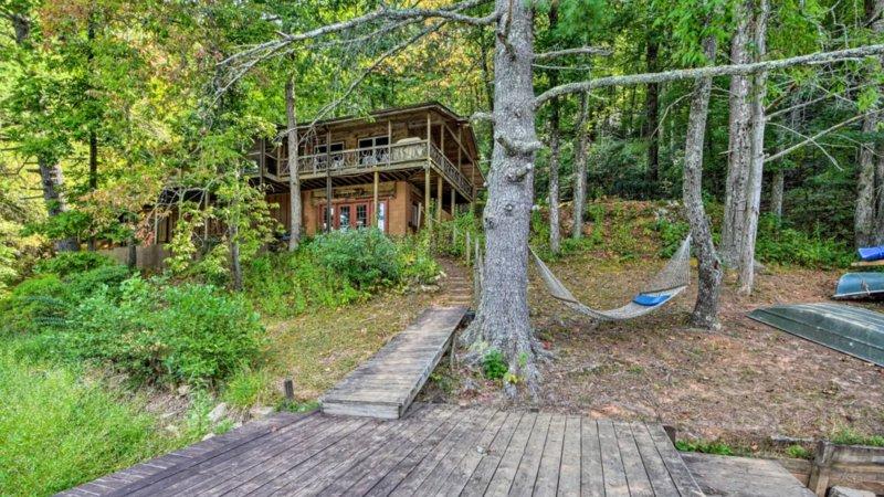 Lake Front Home In the South Carolina Upcountry, casa vacanza a Long Creek