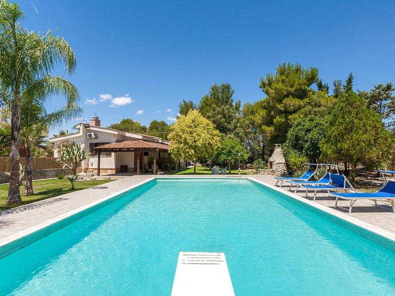 San Donato di Lecce Villa Sleeps 8 with Pool and Air Con - 5827110, holiday rental in Lequile