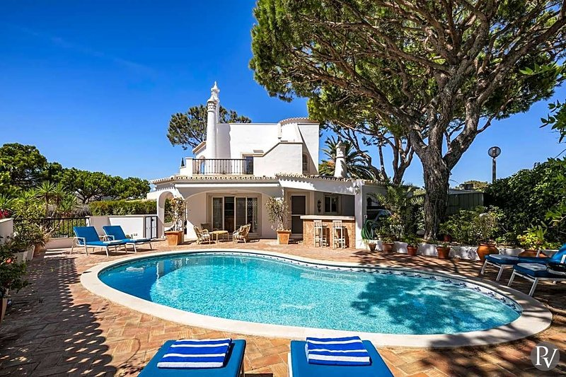 Vale do Garrao Villa Sleeps 10 with Air Con - 5828284, alquiler de vacaciones en Vale do Garrao