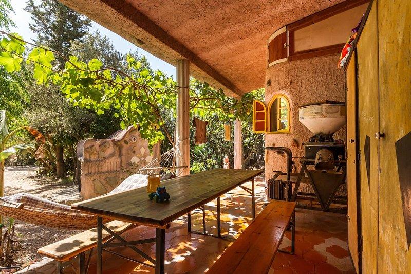 Spacious house with garden, casa vacanza a San Vito