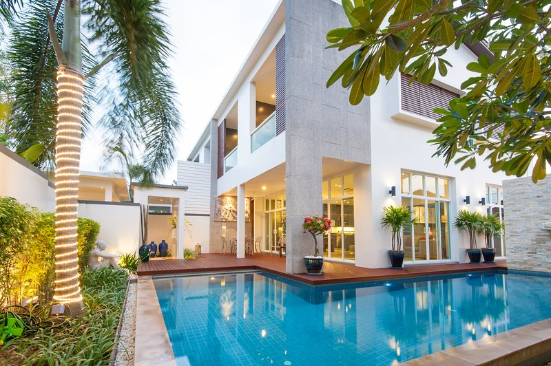Luxurious Private pool villa near beach, holiday rental in Cherngtalay