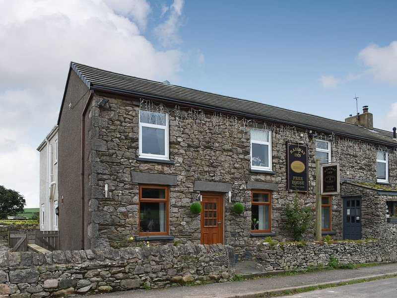 Railway Cottage, holiday rental in Scales