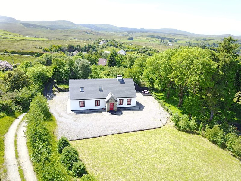 Red Deer Cottage in Stunning Location (Free Wi-Fi), alquiler vacacional en Letterfrack