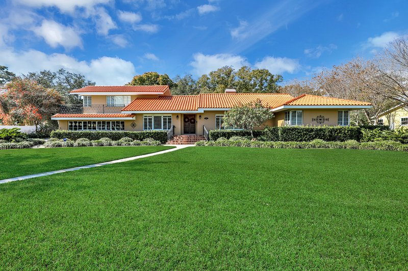 Luxury Garden estate near Manatee river in historic area!, vacation rental in Bradenton