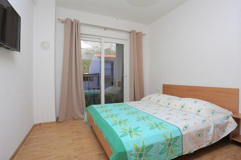 One bedroom apartment Drvenik Donja vala, Makarska (A-18027-a), casa vacanza a Drvenik