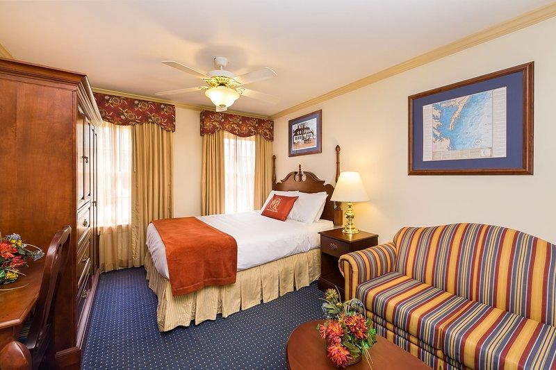 Minutes from Busch Gardens & Water Country USA w/ Resort Pool & Free Parking, alquiler de vacaciones en Williamsburg