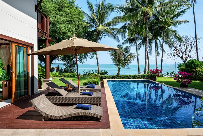 Beachfront 3 Bedroom Villa Phuket Private Island, casa vacanza a Koh Kaew