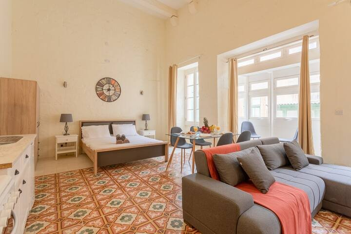 Charming 2BR In the Heart of Historic Valletta, alquiler vacacional en Floriana