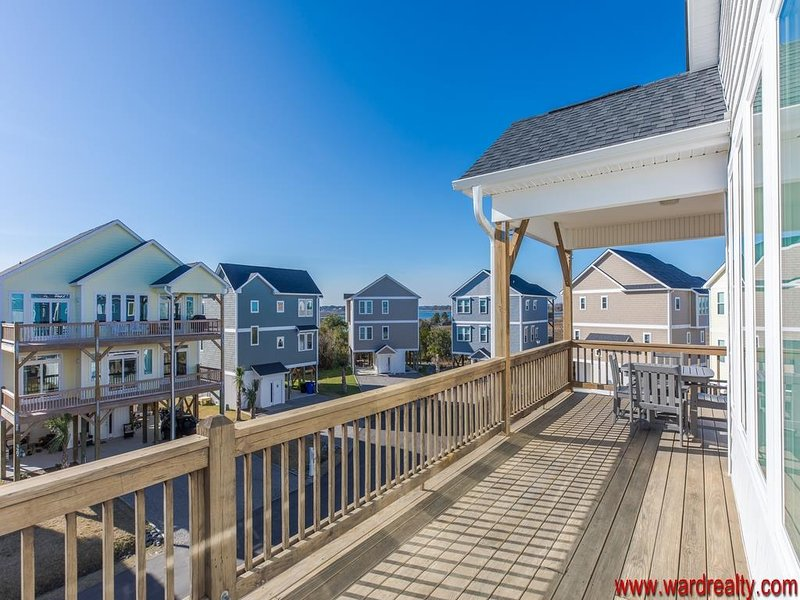 Top Floor Sun Deck w/ Adjacent Covered Porch