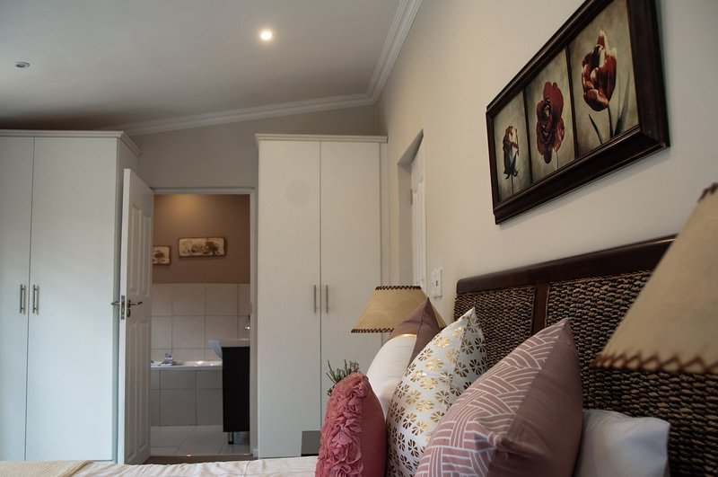 Brand new apartments, 2 bed, 2 bathroom. Lovely verandas and wonderful views., vacation rental in Lidgetton