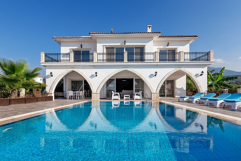 Sea Magic Park Villa 5 - 5 bedroom villa with private pool and spectacular views, holiday rental in Agios Amvrosios