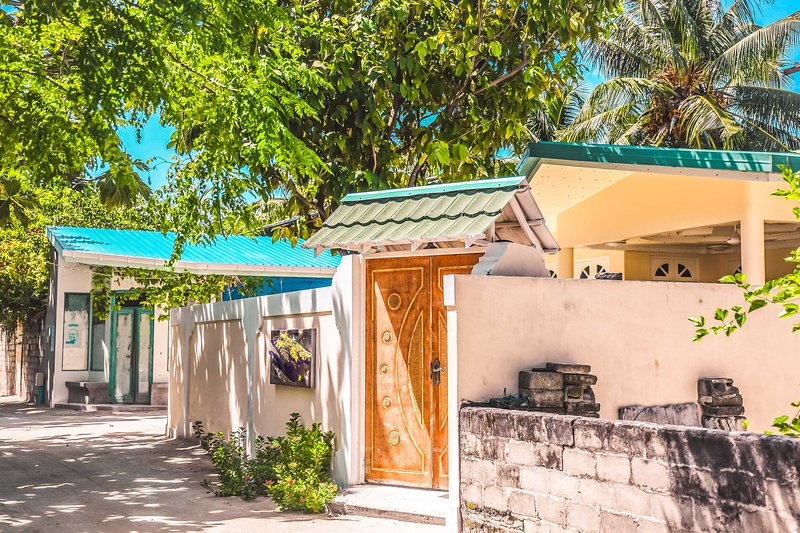 Exquisite Suite Few Steps From Enticing Beach, holiday rental in Alifu Atoll
