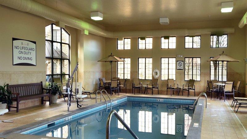 Profitez des excellents équipements sur place, dont la piscine intérieure!