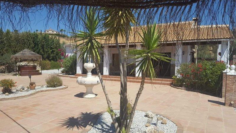 Villa Gloria- Delightful 3 bed Villa to rent near Lake Vinuela, alquiler vacacional en Viñuela
