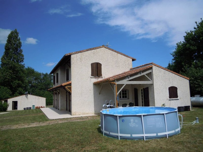 Big house with terrace, holiday rental in Montpellier de Medillan