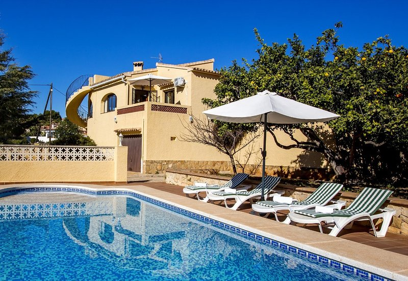 Villa Enchinent Calpe - Villa with private pool in Calpe near the beach, holiday rental in Calpe