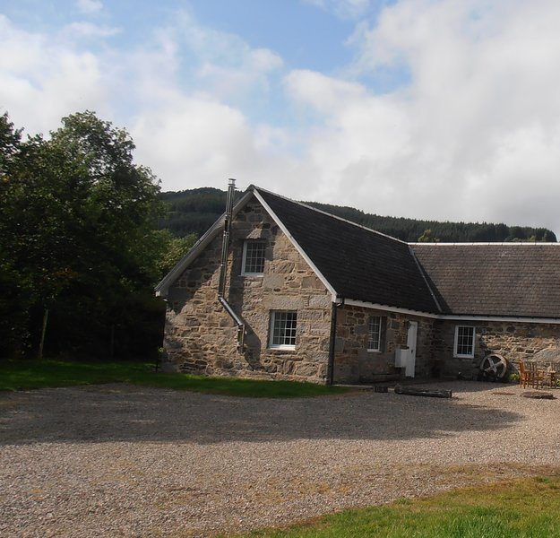 Burnside Cottage, perfect Highland rural retreat and stunning scenery, Ferienwohnung in Aberfeldy