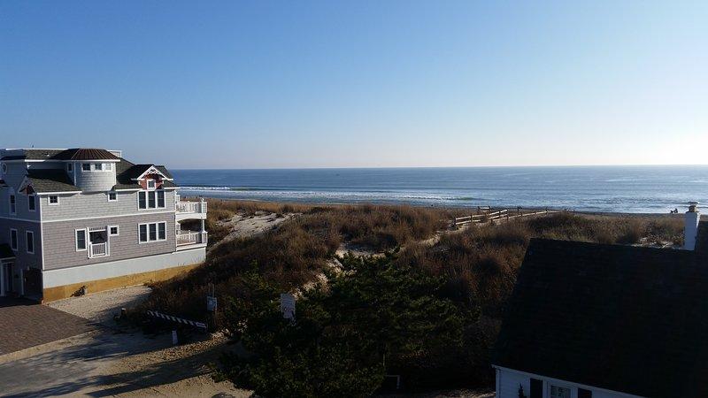Second from the beach, beautiful beach views, one block to restaurants, shops., casa vacanza a Surf City