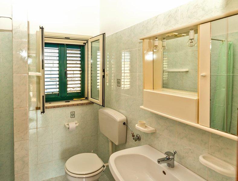 Complete bathroom.