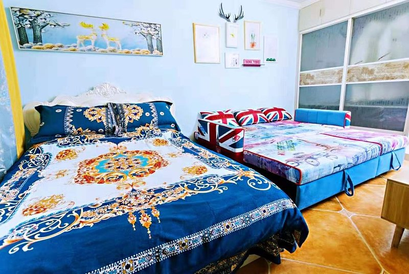 Relaxer Bright Clean Room & 2 Large Beds Downtown Near Forbidden city / Metro, Ferienwohnung in Peking