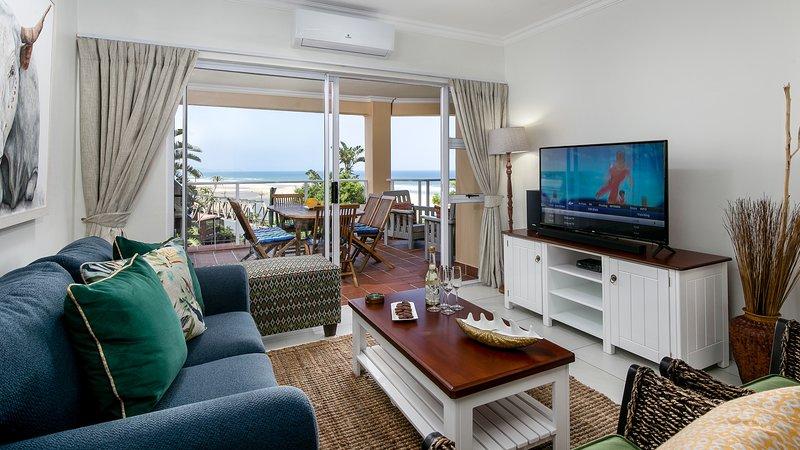 37 La Mer - 3 bedroom 2 bathroom - luxury sea and coastline view, alquiler vacacional en Umkomaas