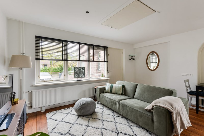 Luxury Garden View Apartment - GRATIS PARKEREN, vakantiewoning in Zandvoort