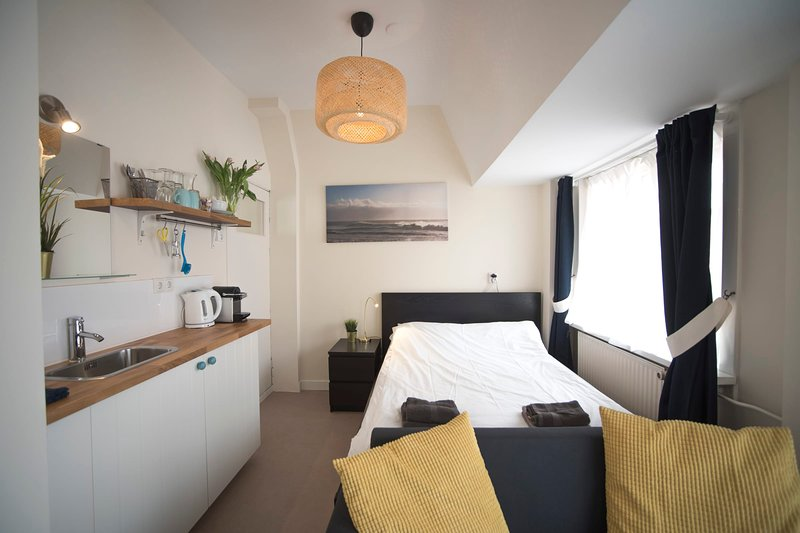 Villa Zuid  2 - Private room near the beach, vakantiewoning in Zandvoort