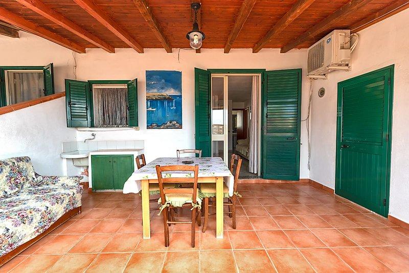 Appartamento Pomelia 6, holiday rental in Grecale