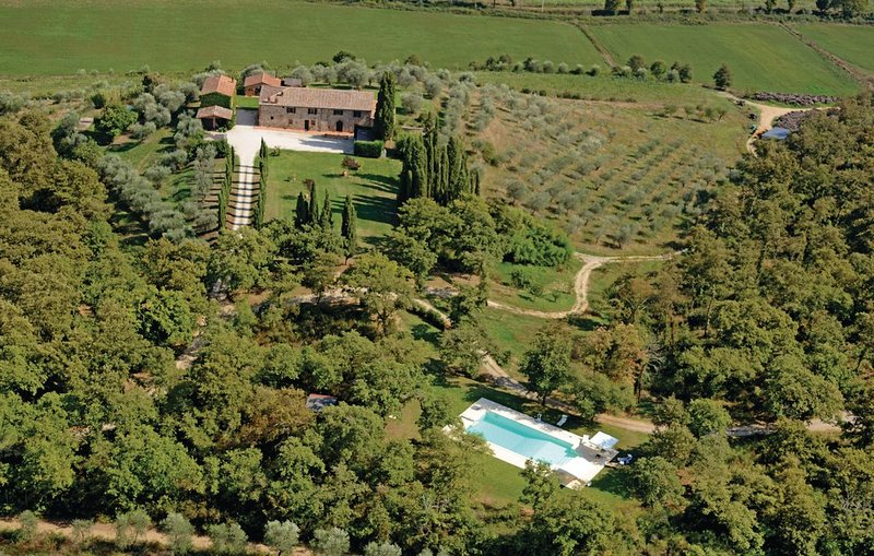 Podere Le Pozze tra verde , stile e suggestioni., vacation rental in Sinalunga