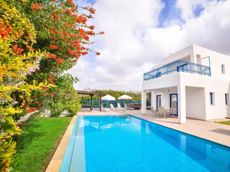 Azzurro Luxury Holiday Villas, alquiler vacacional en Lara