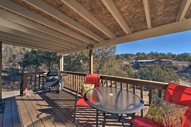 Goditi la pace e la tranquillità sulla veranda coperta!