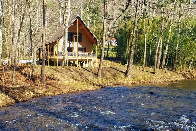 Welcome to your Smoky Mountain home-away-from-home!