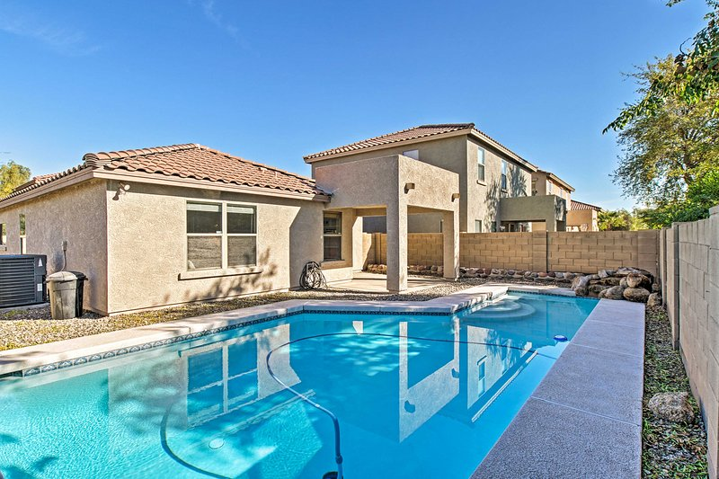 NEW! Chic Home w/ Patio: 12Mi to Downtown Phoenix!, holiday rental in Tolleson