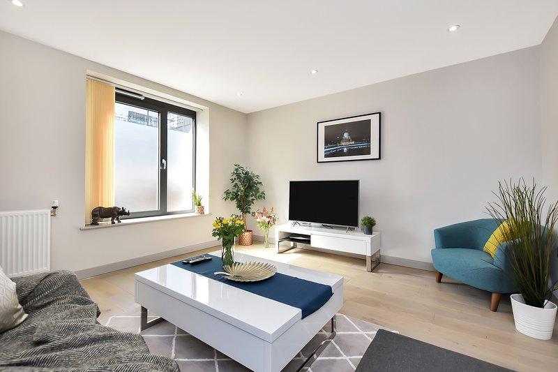 Esquire Two Bed Maisonette Apartment, Ealing, alquiler vacacional en Ealing