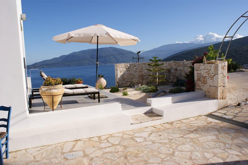 Superb luxury villa with private pool & panoramic sea views -edge of Agia Efimia, aluguéis de temporada em Agia Efimia