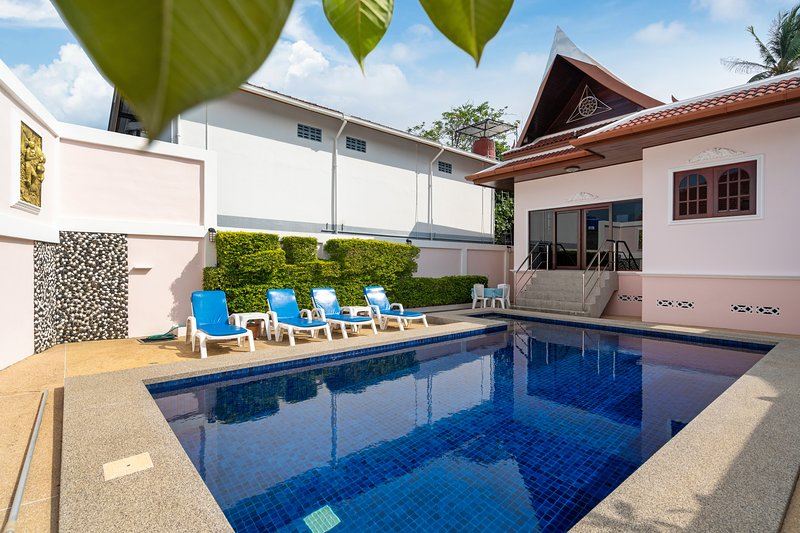 Spacious 2BR Family Villa with Private Pool, holiday rental in Ban Trisuk