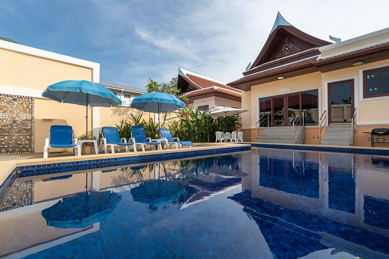 Spacious 3BR Family Villa with Private Pool, holiday rental in Ban Trisuk