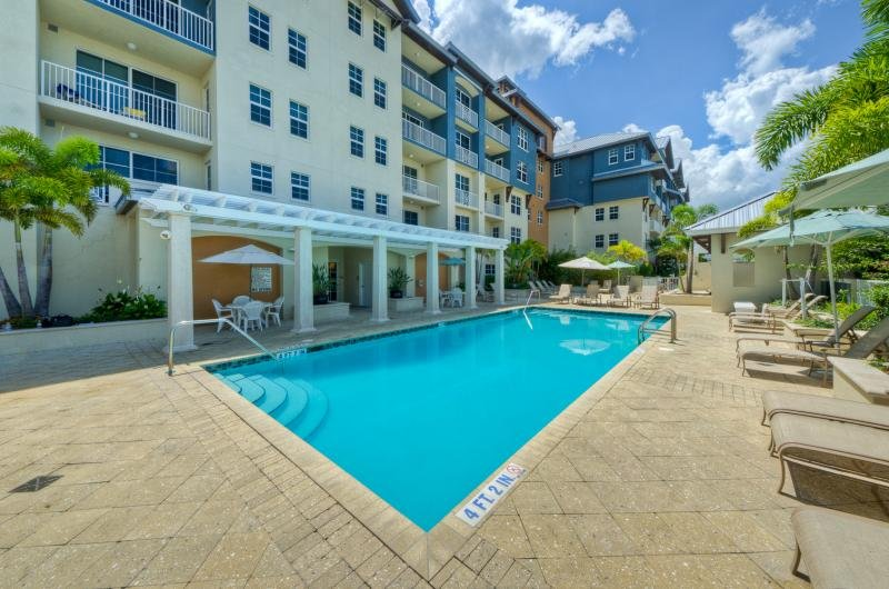 Steps to The Beach! Lovely 1BR Suite for 4, Pool, holiday rental in Sun City Center
