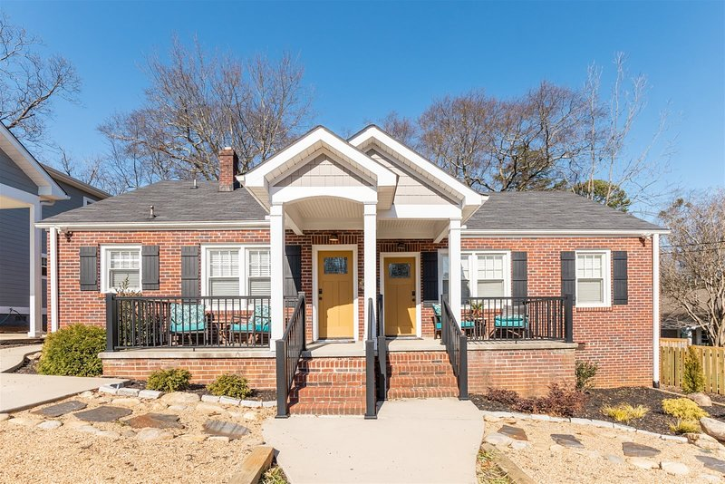 4 Bedroom 2 Bath Duplex near downtown - perfect for larger families or groups of, holiday rental in Marietta