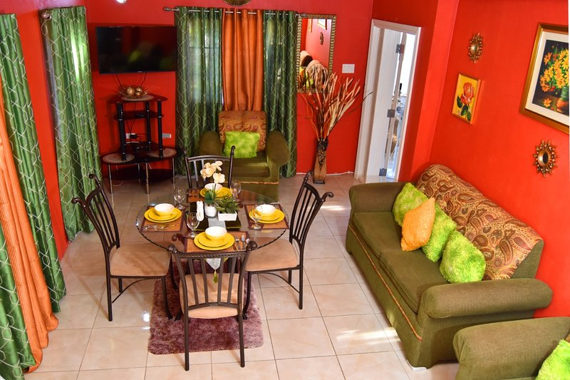 It's  lovely apartment come an enjoy.gated community  there is shops around, vacation rental in Old Harbour