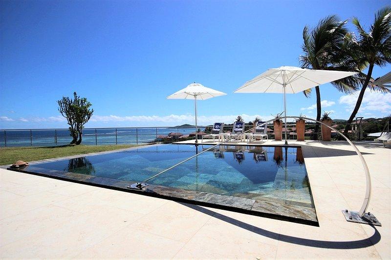 Villa d'Este : 5 chambres, piscine, séjour d'exception face à l'océan Atlantique, alquiler de vacaciones en Le Francois