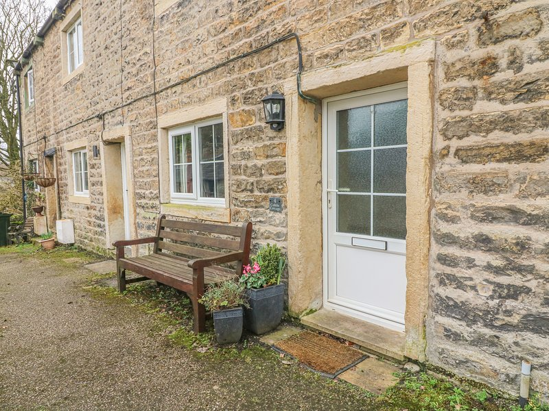 COBBLE COTTAGE, suoer king-size bed, woodburner, pet friendly, in Low Bentham, vacation rental in Wennington