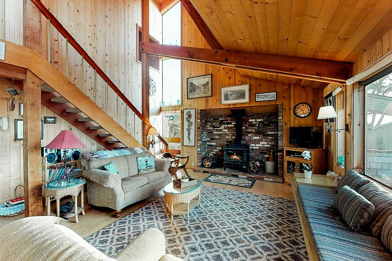 Rustic Sea Ranch home with incredible ocean view, shared pool, & dog-friendly!, vacation rental in The Sea Ranch